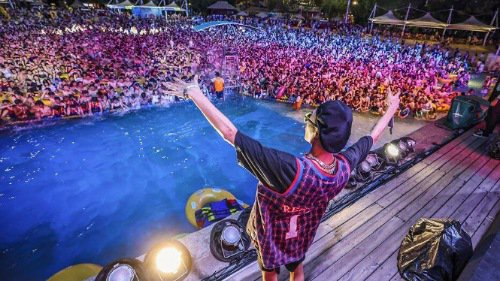 Wuhan, China throws massive pool party to celebrate 3 months of no new Covid-19 cases (Photos/Video)